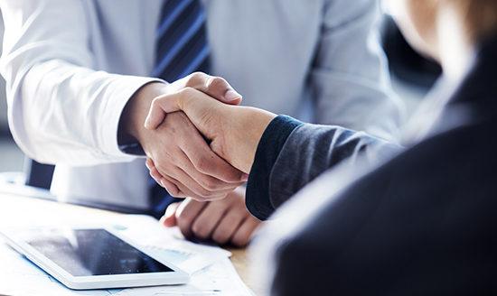 hợp tác với đối tác kinh doanh